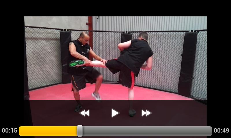 Double slap / leg break against round kick